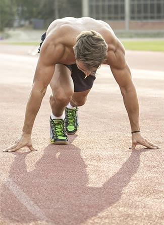 corredor masculino en pista