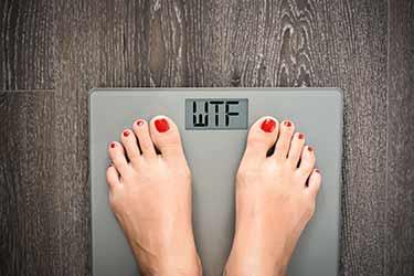 femme, debout, corps, échelle, lit, WTF