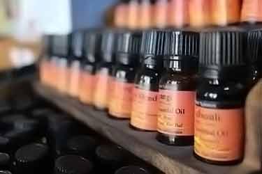diferentes aceites esenciales en exhibición