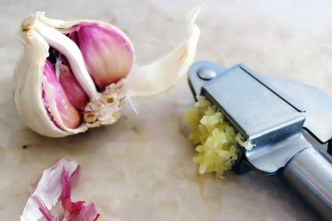 crushed raw garlic