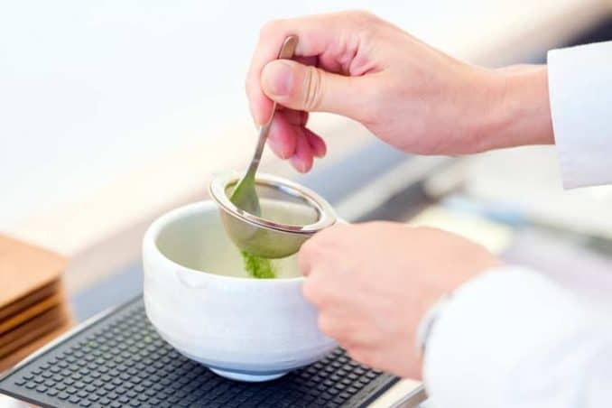 how to sift matcha