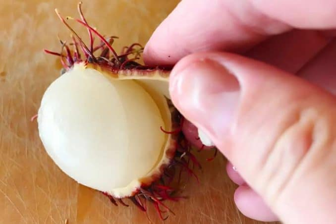 how to peel the skin off a rambutan