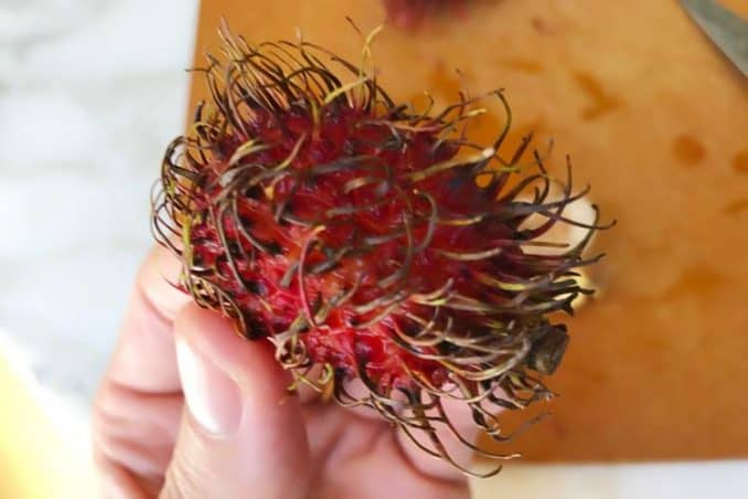 how to tell if a rambutan is ripe by the way it looks