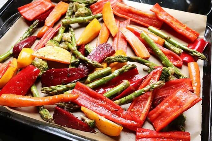 baked asparagus with bell peppers and beets