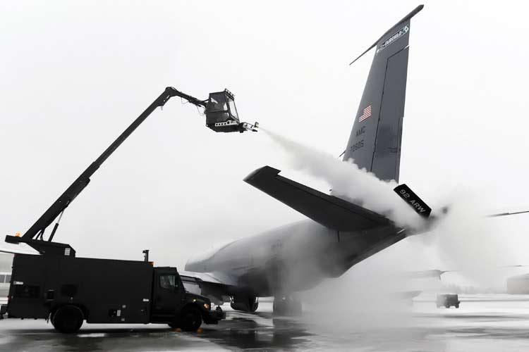de-icing military plane