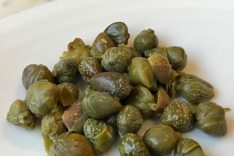 closeup of what capers look like