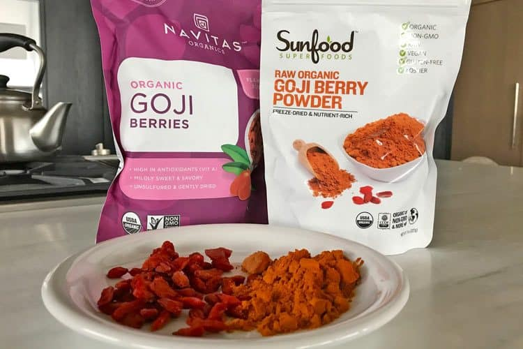 organic goji powder and dried berries